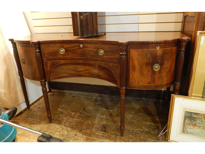 The-Cotswold-Auction-Company-George III mahogany serpentine-fronted sideboard sold for £1,450