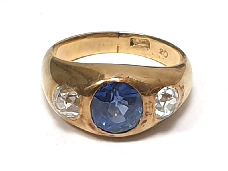 The-Cotswold-Auction-Company-18ct gold, sapphire and diamond ring sold for £1,800