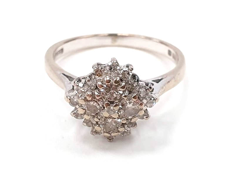 The-Cotswold-Auction-Company-18ct white gold diamond cluster ring sold for £2,000