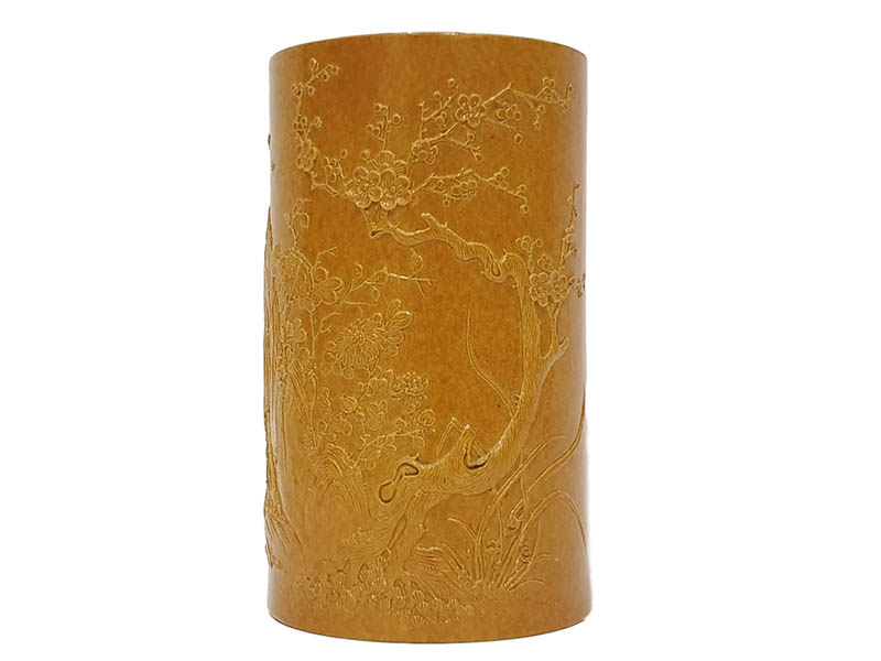 The-Cotswold-Auction-Company-19th century Chinese porcelain bamboo-pattern brush pot sold for £4,800