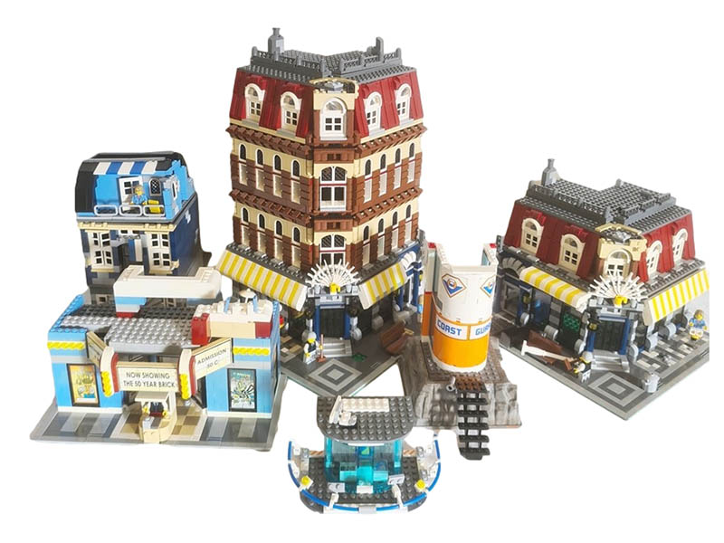 The-Cotswold-Auction-Company-Large quantity of Lego, houses, apartments and building sets sold for £700
