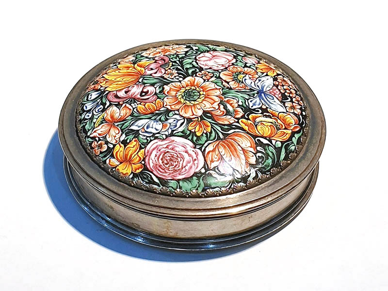 The-Cotswold-Auction-Company-early 18th century Dutch silver box