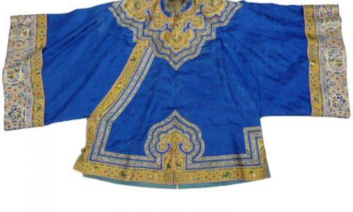 Blue Chinese silk robe, est.£200 - £400